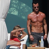 Jennifer Aniston and Justin Theroux sunbathe in Cabo 135459