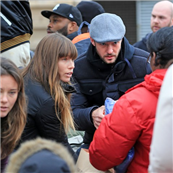 Jessica Biel and Justin Timberlake hand out relief items to Hurricane Sandy victims in New York  131721