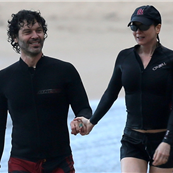 Renee Zellweger and boyfriend Doyle Bramhall on vacation in Hawaii  140809