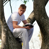 Kellan Lutz climbs a tree to read his book 129579