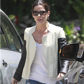 Sandra Bullock picks Louis up from school 150394